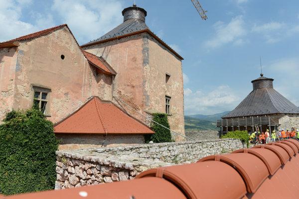 Krásna Hôrka nebude tak skoro prístupná, hoci opravy hradu po požiari z roku 2012 značne pokročili.