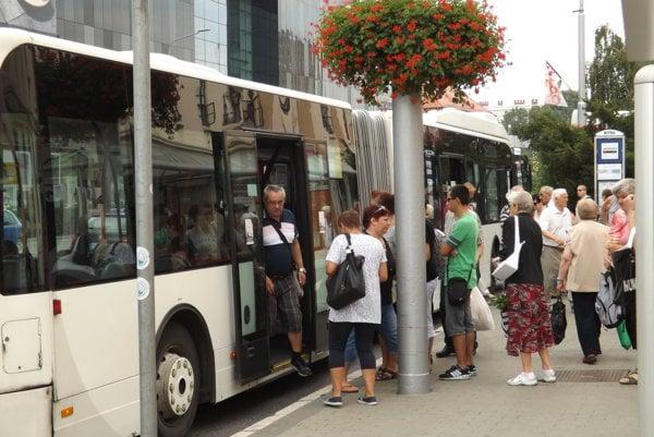 Mestskú autobusovú dopravu do konca mája 2017 prevádzkuje Arriva Nitra.