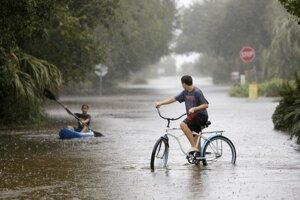 Joaquin spôsobil cez víkend na východe USA rozsiahle záplavy.