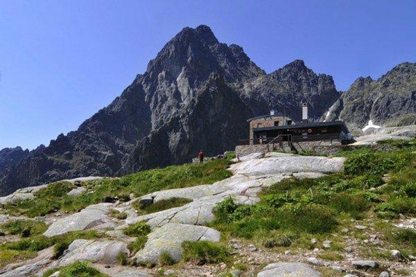Téryho chata, v pozadí Žltá stena a Prostredný hrot.