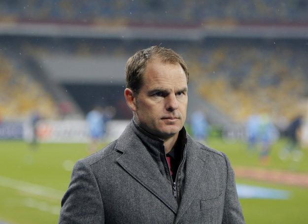 Frank De Boer má zasadnúť na trénerskú lavičku milánskeho Interu.