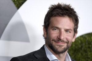 Bradley Cooper nakrúti pre Netflix film o Bernsteinovi.