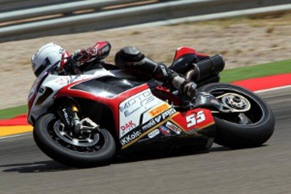 Štyri kolá pred koncom odstúpil Tomáš Svitok z pretekov.