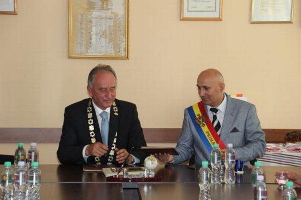 Senec má už piate partnerské mesto.
