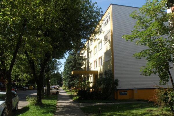 V Prievidzi rastie veľa stromov aj na sídliskách medzi panelákmi.