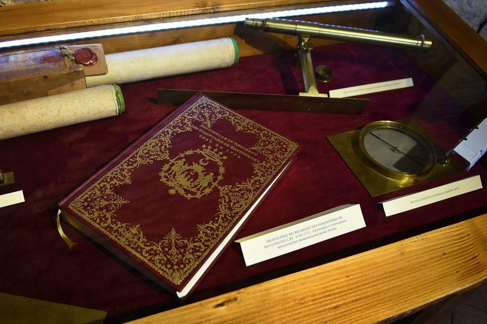 Kniha s protokolom o vytvorení dobrovoľníckeho pluku Mórica Beňovského.