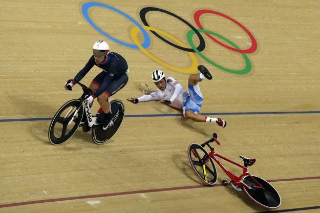 Mark Cavendish spôsobil kolíziu so súperom.