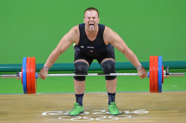 Ondrej Kružel pri treťom, neplatnom pokuse s činkou s hmotnosťou 170 kg v trhu.