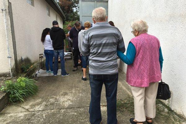 Ľuďom v núdzi rozdelili 518 potravinových balíčkov pomoci