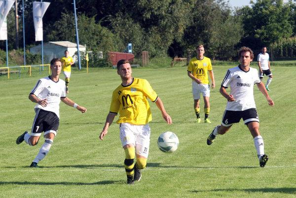 Na snímke vľavo strelec oboch gólov Martin Hrebík.