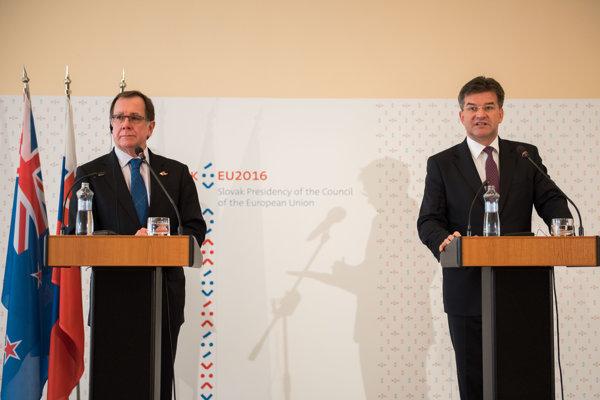 Minister zahraničných vecí Nového Zélandu Murray McCully a minister zahraničných vecí a európskych záležitostí Miroslav Lajčák.