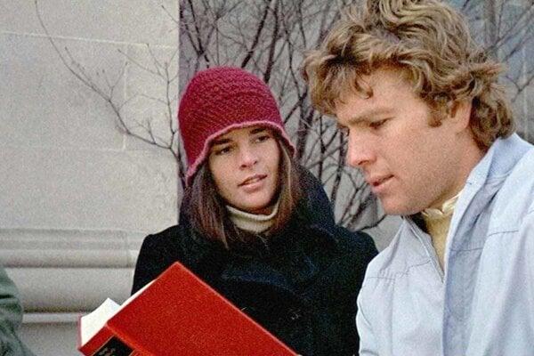 Ali MacGraw a Ryan O'Neal vo filme Love Story.