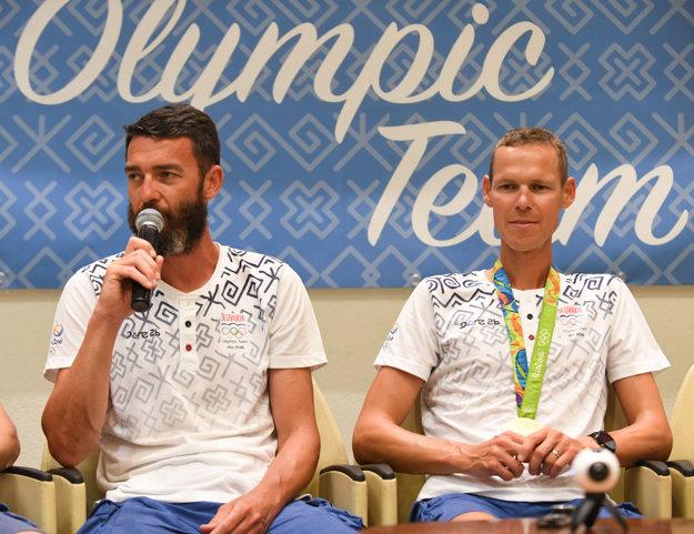 Matej Tóth (vpravo) s trénerom Matejom Spišiakom.