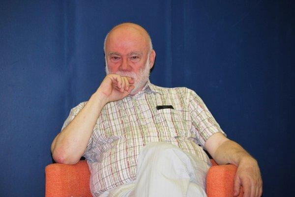 Ján Štrasser. Známy básnik a textár napísal už 16 kníh rozhovorov.