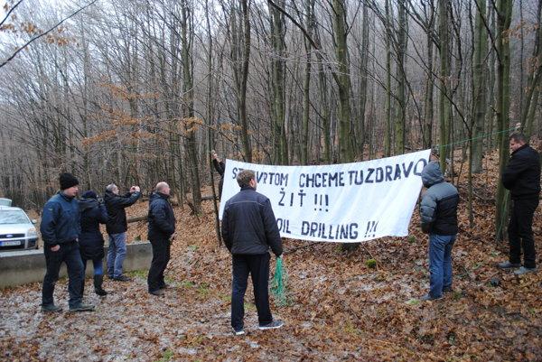 Blokovanie cesty vRuskej Porube. Vlani vpolovici decembra protestovali proti ťažiarom Porubania aOľčania.
