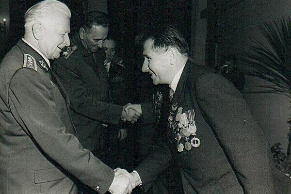 Viktor Bodnár. S generálom Ludvíkom Svobodom.