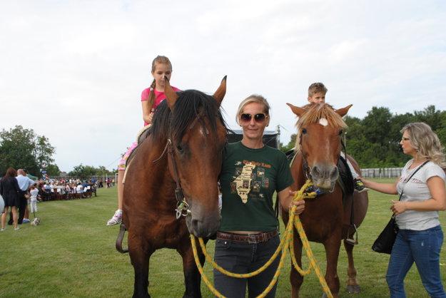 Tešili sa aj deti. Kone si neoddýchli.