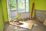 Rozbité okná, zničené kuchynské linky, kúpeľne, dvere, elektroinštalácia.