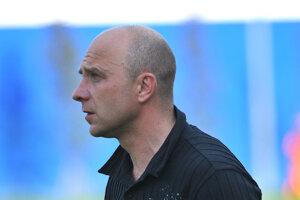Tréner Sabinova Ľubomír Puhák. Jeho mužstvo zdolalo vderby juniorku Prešova.