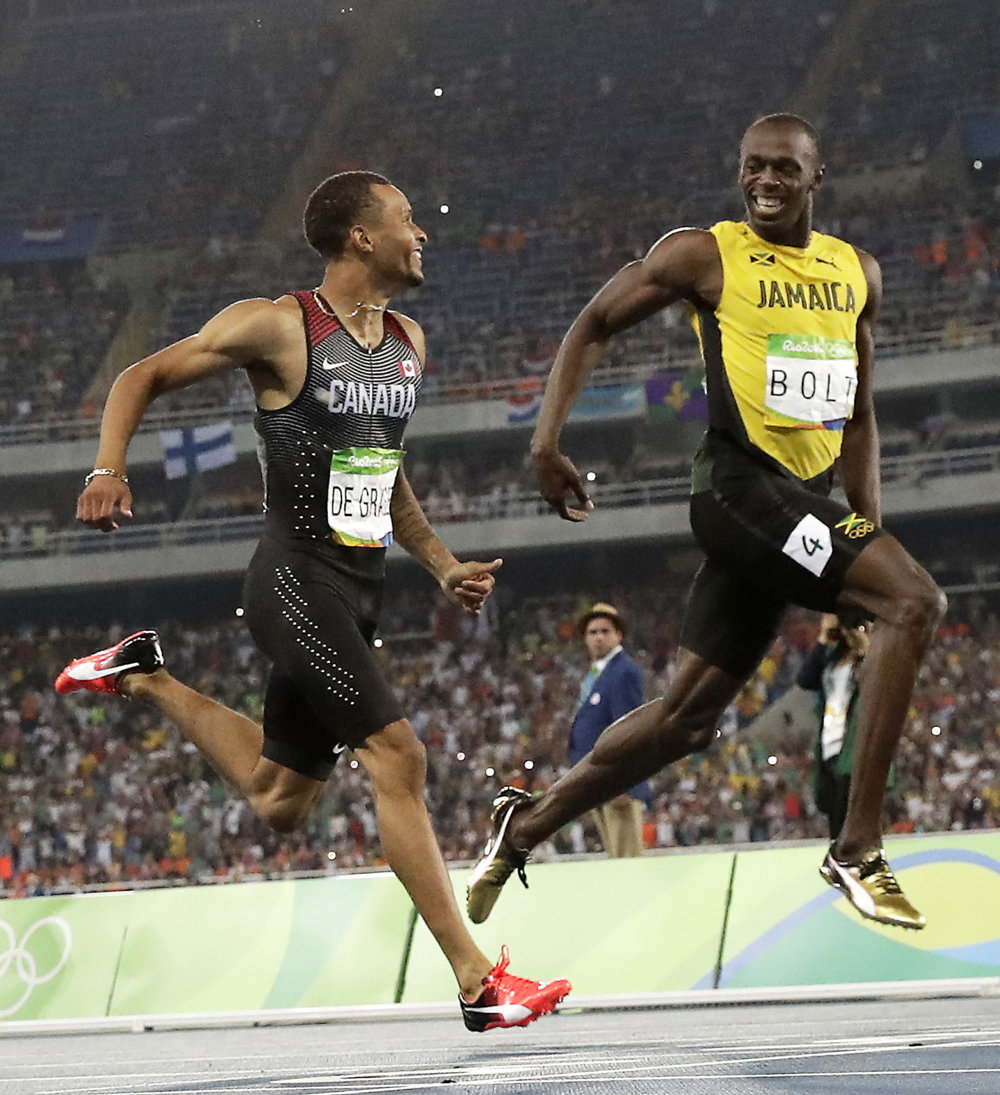 Beh na 200 metrov, semifinále. Úsmevy Kanaďana Andreho De Grasseho (vľavo) a Jamajčana Usaina Bolta.