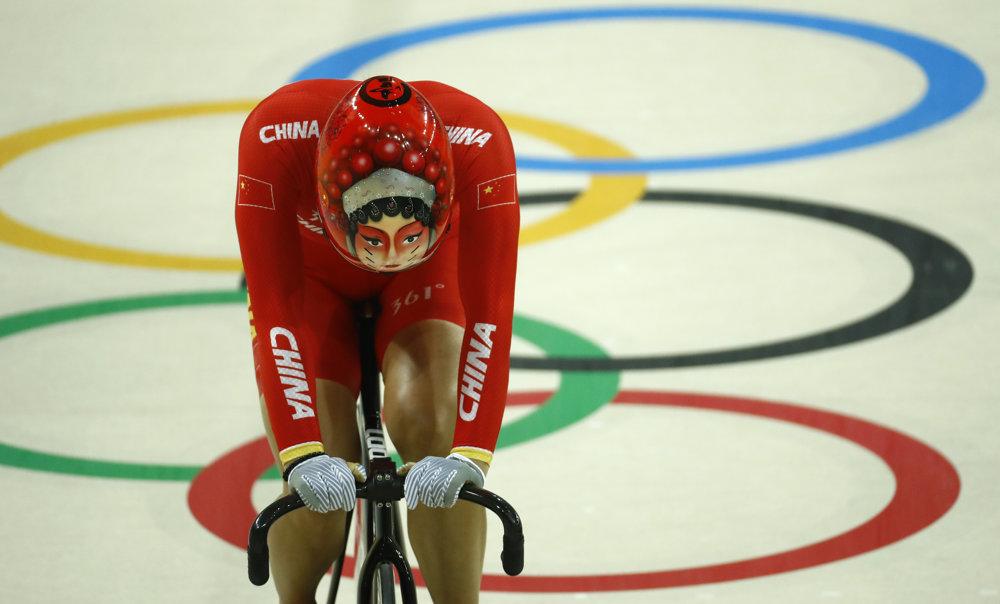 Dráhová cyklistika, Číňan Jinjie Gong a jeho rafinovaná prilba.