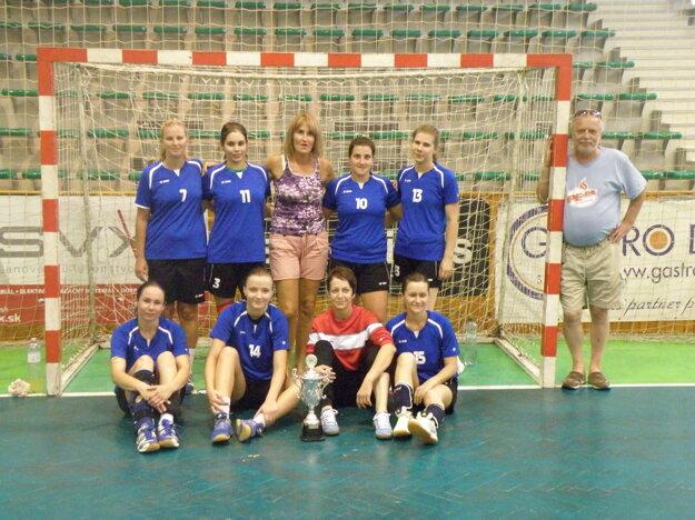 Družstvo HKž Nové Zámky, ktoré obsadilo na turnaji 4. miesto