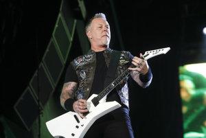 Na snímke z mája 2015 spevák a gitarista James Hetfield z americkej heavymetalovej skupiny Metallica vystupuje na Rock in Rio v Las Vegas.