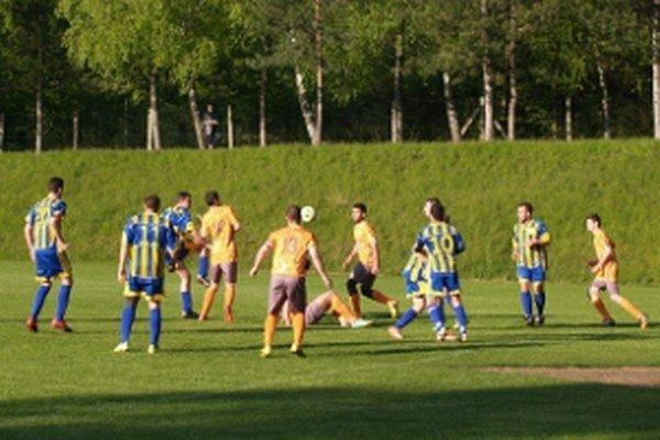 Momentka zo zápasu 5. ligy ObFZ Bratislava vidiek Plavecký Mikuláš - Zohor.