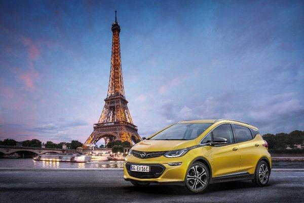 ilustračné-Automobilku Opel chce vziať pod svoje krídla francúzsky koncern.