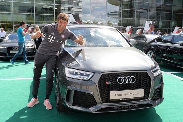 Thomas Müller pred svojím Audi RS Q3