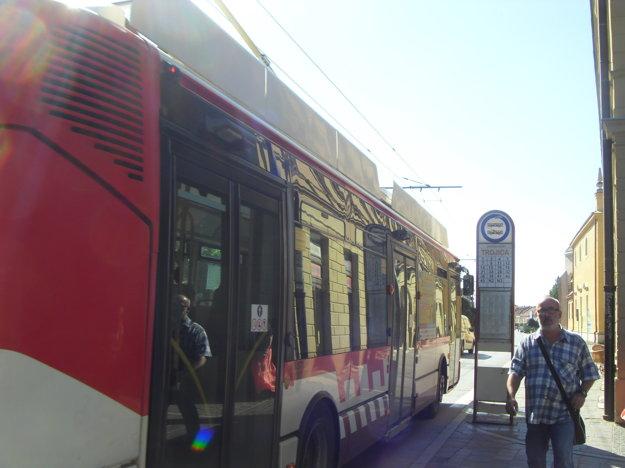 Cestovné poriadky. Budú nové, cestujúci by sa mali zoznámiť so zmenami liniek aj zastávok.