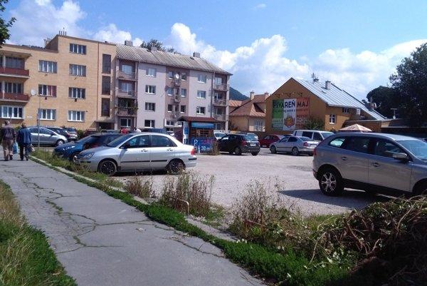 Na zanedbanom parkovisku v centre Žiliny sa chystá výstavba bytov.