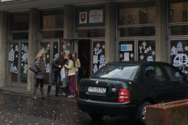 Brány III. ZŠ na Ulici S. Chalupku v Prievidzi zostanú v septembri zatvorené.