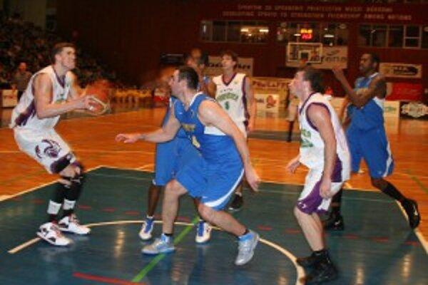 Hostia zo Svitu so zverencami trénera Roijakkersa držali krok iba v prvej štvrtine.