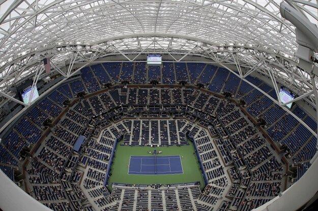 Halepová a Šafářová hrali pre dážď pod zatvorenou strechou.