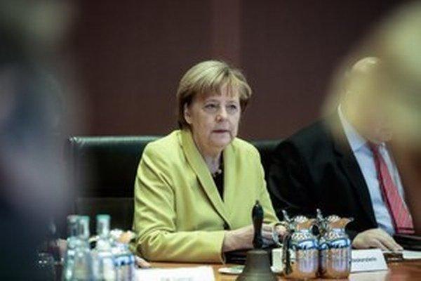 Nemecká kancelárka Angela Merkelová sa domnieva, že lídri Európskej únie by mali pouvažovať nad zmenami zakladajúcich zmlúv.