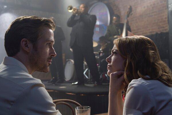 Ryan Gosling a Emma Stone v muzikáli La-la-land.
