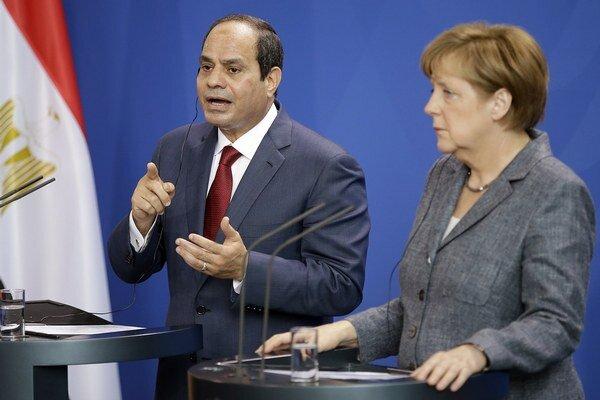 Egyptský prezident Abdal Fattáh Sísí na spoločnej tlačovej konferencii s nemeckou kancelárkou Angelou Merkelovou.
