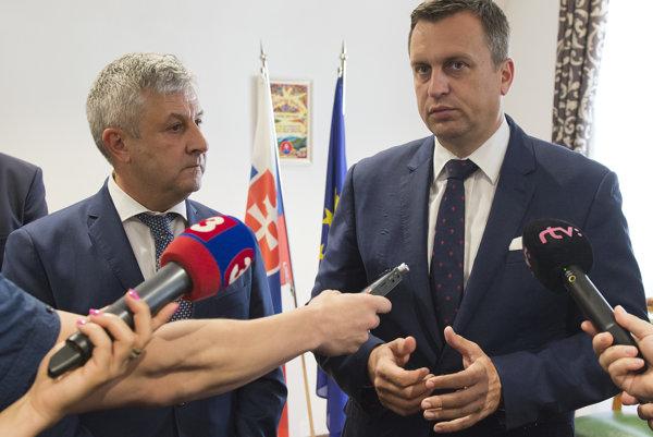 Andrej Danko a vľavo predseda Snemovne rumunského parlamentu Florin Iordache.