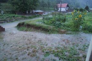 Búrka narobila v Dolnej Porube veľké škody.