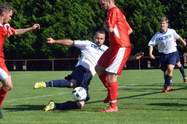 Útočník Dražkoviec rapan strelil malému Čepčínu tri góly.