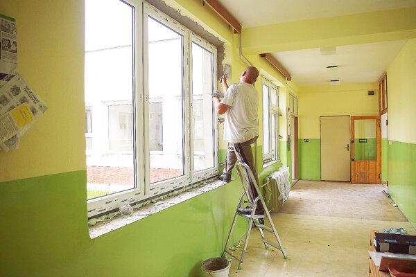 Výmena okien v materskej škole v Jelšovom.