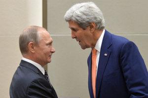 Ruský prezident Vladimir Putin sa rozpráva s americkým ministrom zahraničných vecí Johnom Kerrym.