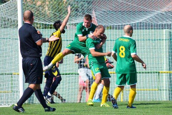 Topoľníky porazili Janíky 2:0, gól strieľali Norbert Csölle (7) a Kristián Bogyai (17).