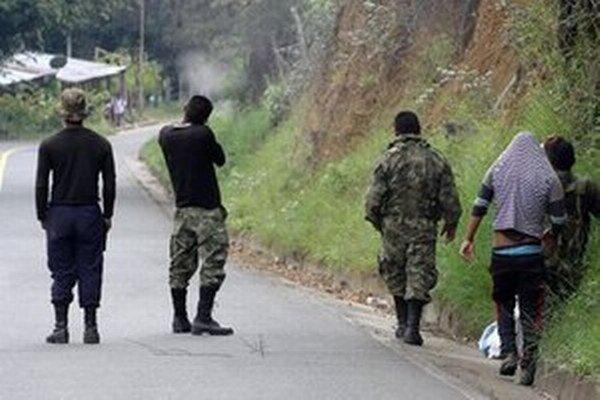 Najväčšia kolumbijská povstalecká organizácia ukončila jednostranné prímerie v reakcii na útok tamojšej armády na tábor gerilových bojovníkov.