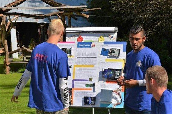 Počítačové zručnosti si zlepšuje 16 detí vo 13 až 16 rokov z Detského domova Liptovský Hrádok. Odborne sa im v Liptovskom Jáne na týždňovom tábore budú venovať špecialisti z bratislavskej IT spoločnosti.