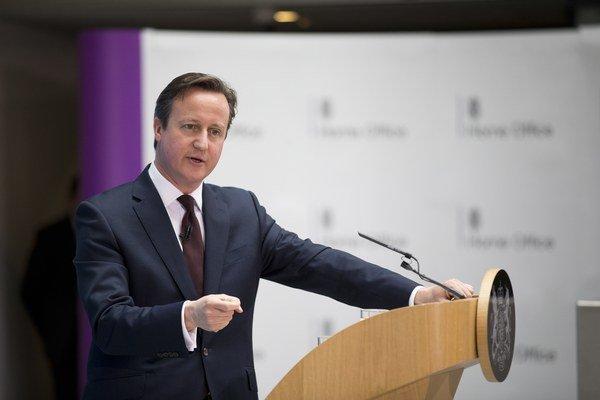 """Obmedzenie prístupu migrantov k britskému systému sociálych dávok bude podľa Camerona """"absolútnou požiadavkou""""."""