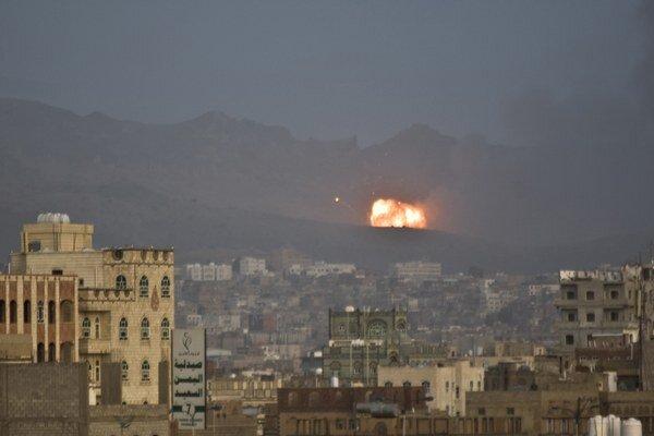 Po prvý raz od začiatku vzdušnej ofenzívy pod vedením Saudskej Arábie z 26. marca tohto roka došlo v Jemene k nepretržitému bombardovaniu od rána do neskorej noci.