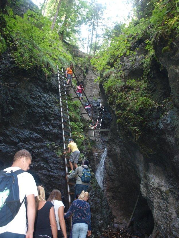 V Suchej Belej sa často na rebríkoch stretávajú desiatky ľudí.