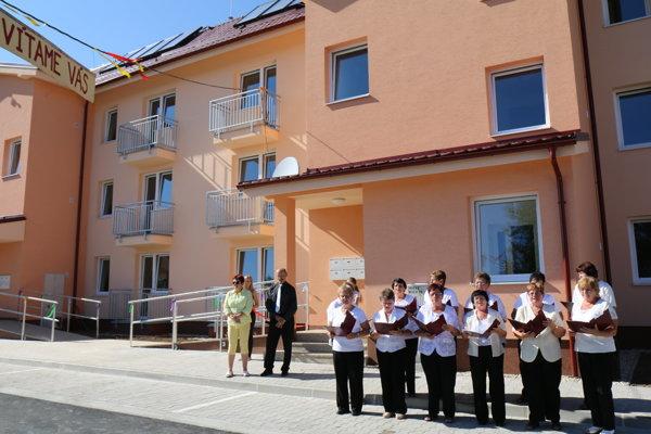 V Horných Vesteniciach dali do užívania novú bytovku.